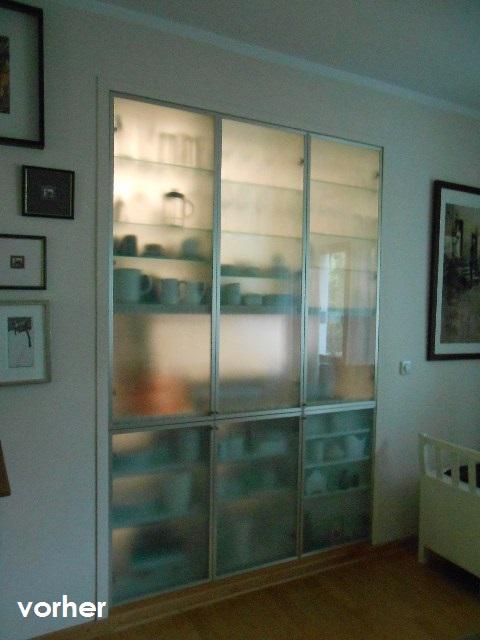 Glas-Einbauschrank vor Umgestaltung ohne Farbrahmen