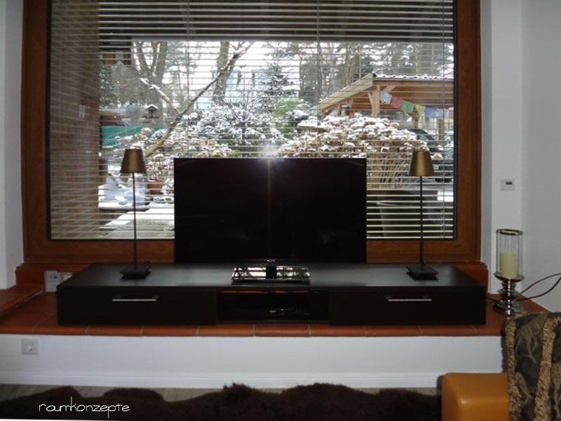 Wohnzimmer TV-Anordnung nach Umgestaltung auf Schubladenelement mit Stauraum