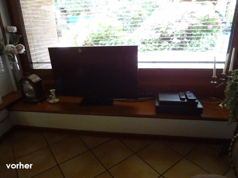 Wohnzimmer TV-Anordnung vor Umgestaltung auf dem Fensterbrett