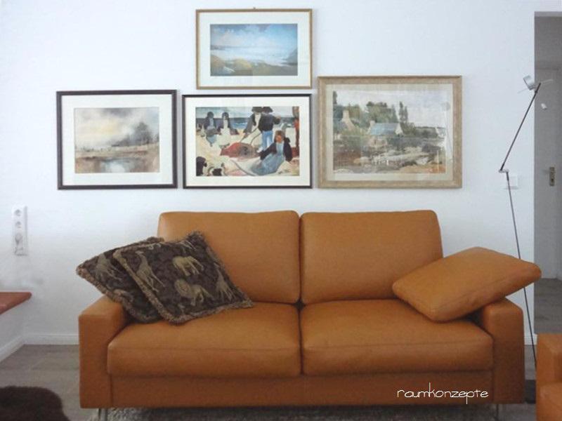 Wohnzimmer Zweier-Sofa an Querwand nach Umgestaltung hellbraun vor 4 Bildern