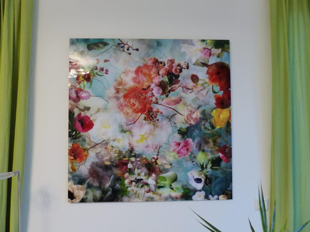 Wohnzimmer nachher Bild mit bunten Blumen