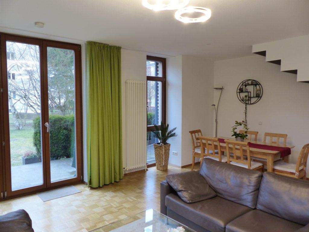 Wohnzimmer nachher Essplatz Lampen und Zimmerpflanze