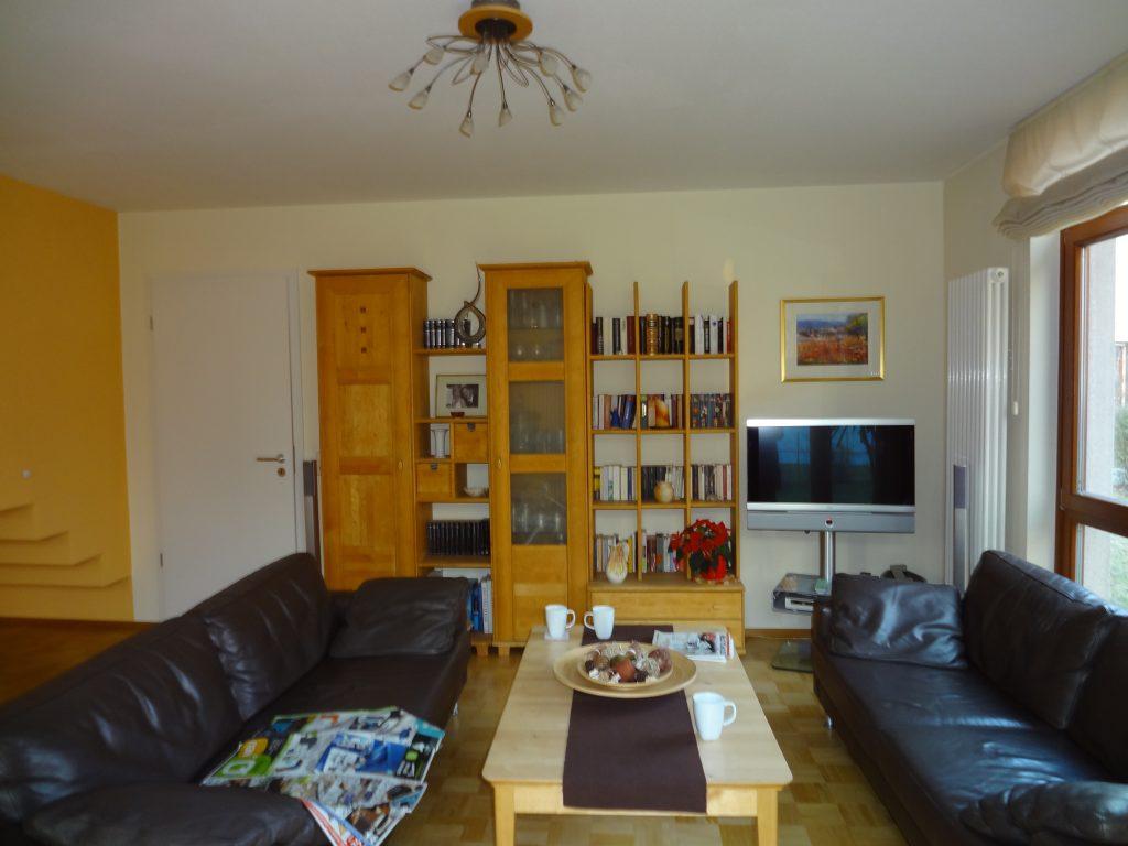 Wohnzimmer vorher Regal TV nebeneinander