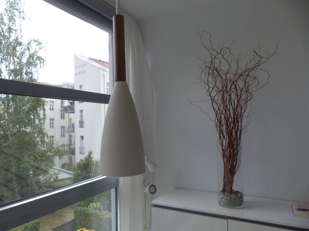 Arbeitsraum Blick 13 nachher mit Detail Lampe