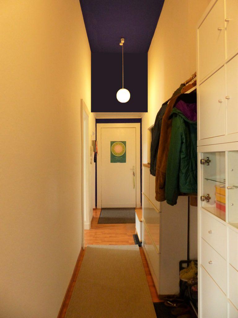 Flur Blick 7 nachher mit Garderobe, geschlossenem Regal und geschlossenem Tuerregal