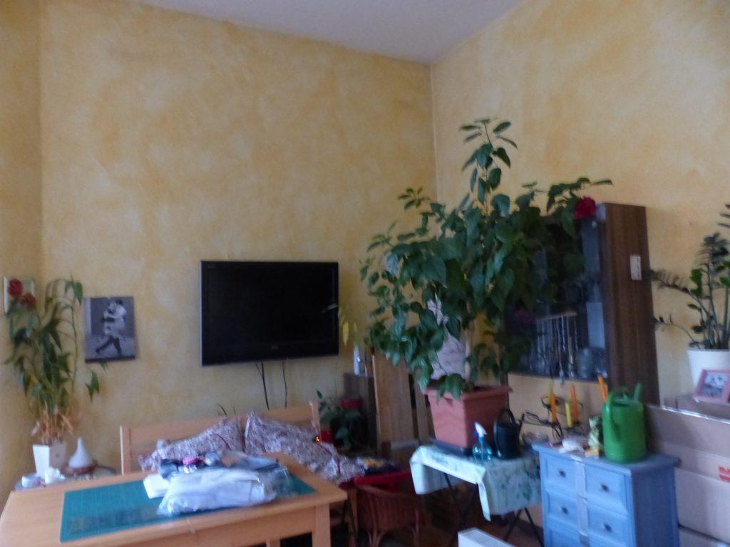 Wohnzimmer Blick 3 vorher mit Essplatz, TV und Wandmoebelierung