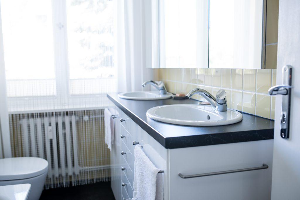 Altbaubad im neuen Style mit Zweier-Waschtisch