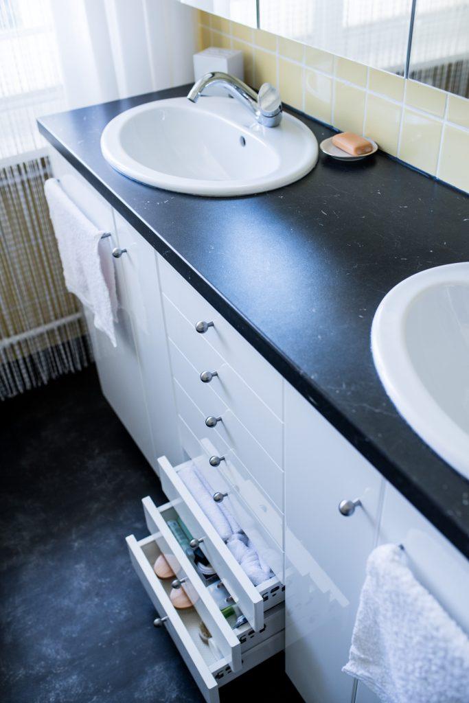 Altbaubad im neuen Style mit 8 Schubladen im Waschtisch