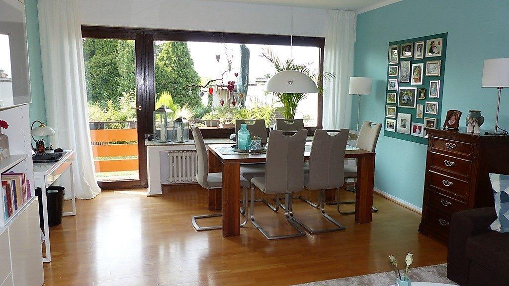 Internet-Wohnzimmer-nachher mit grünen gegenüberliegenden Wänden
