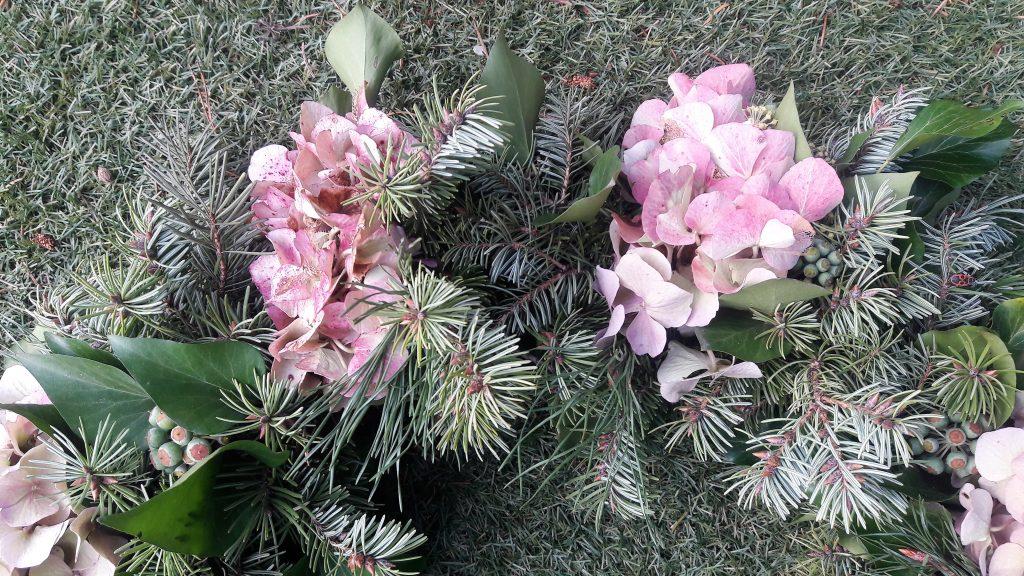 Kranz aus Hortensien, Tanne und Efeu Detailansicht
